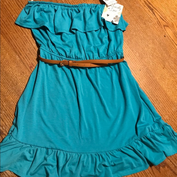 Accidentally In Love Dresses & Skirts - Women's Strapless Dress Size M Turquoise w/br belt